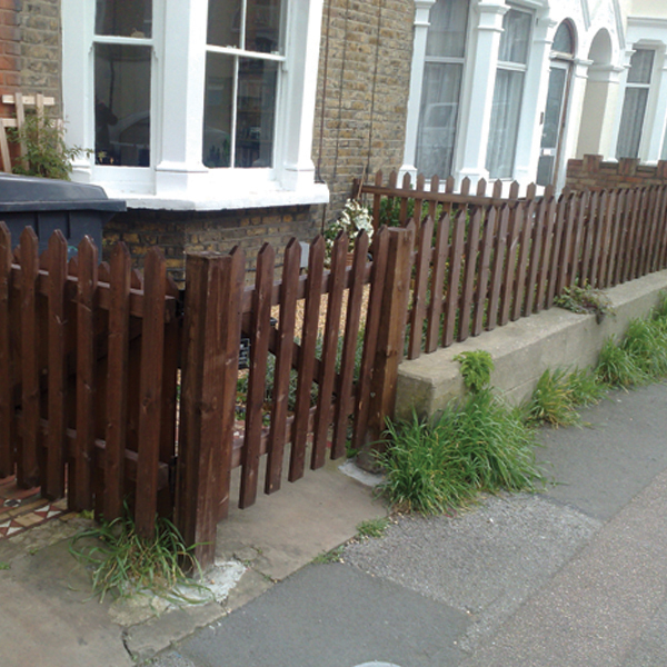 how to build a gate for a paling fence